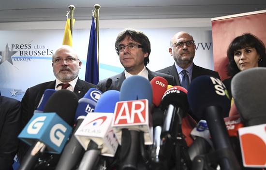 Une majorité de sièges pour les indépendantistes catalans, les Françaises championnes du monde de hand : résumé de la semaine