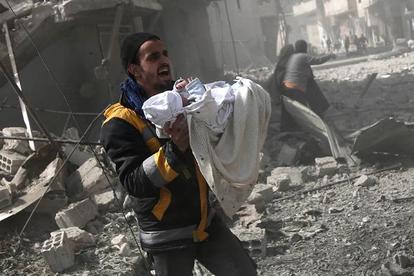 Crise humanitaire en Syrie, deux militaires français tués au Mali : résumé de la semaine.