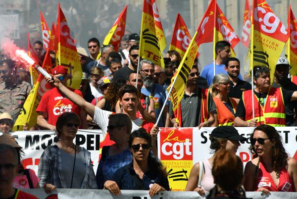 Mouvements sociaux en France, frappes occidentales en Syrie : résumé de la semaine