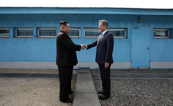Premier sommet intercoréen, retrait des États-Unis de l'accord sur le nucléaire iranien : résumé des quatre dernières semaines