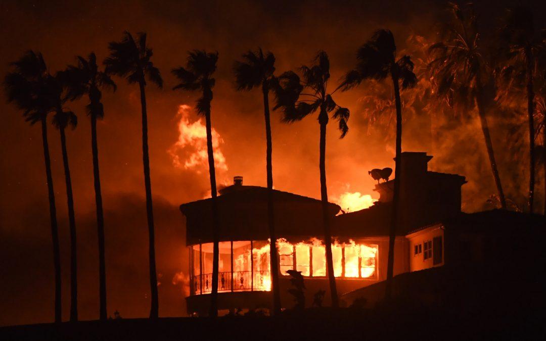 Incendies meurtriers en Californie, conflits au Yémen pour le contrôle de Hodeida : résumé de la semaine
