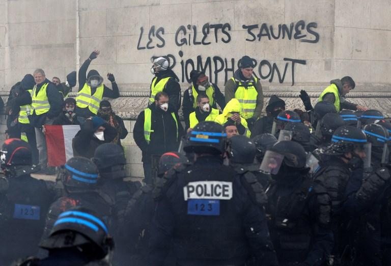 MANIFESTATIONS VIOLENTES DES GILETS JAUNES, G20 TENDU EN ARGENTINE : RÉSUMÉ DE LA SEMAINE