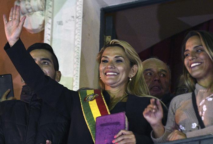 JEANINE AÑEZ S'AUTOPROCLAME PRÉSIDENTE EN BOLIVIE, 10000 MANIFESTANTS À PARIS POUR LA GRÊVE DES HOPITAUX : RÉSUMÉ DE LA SEMAINE