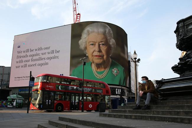 Elisabeth II s'adresse à ses sujets, des signes encourageants en France face au Covid-19 : résumé de la semaine