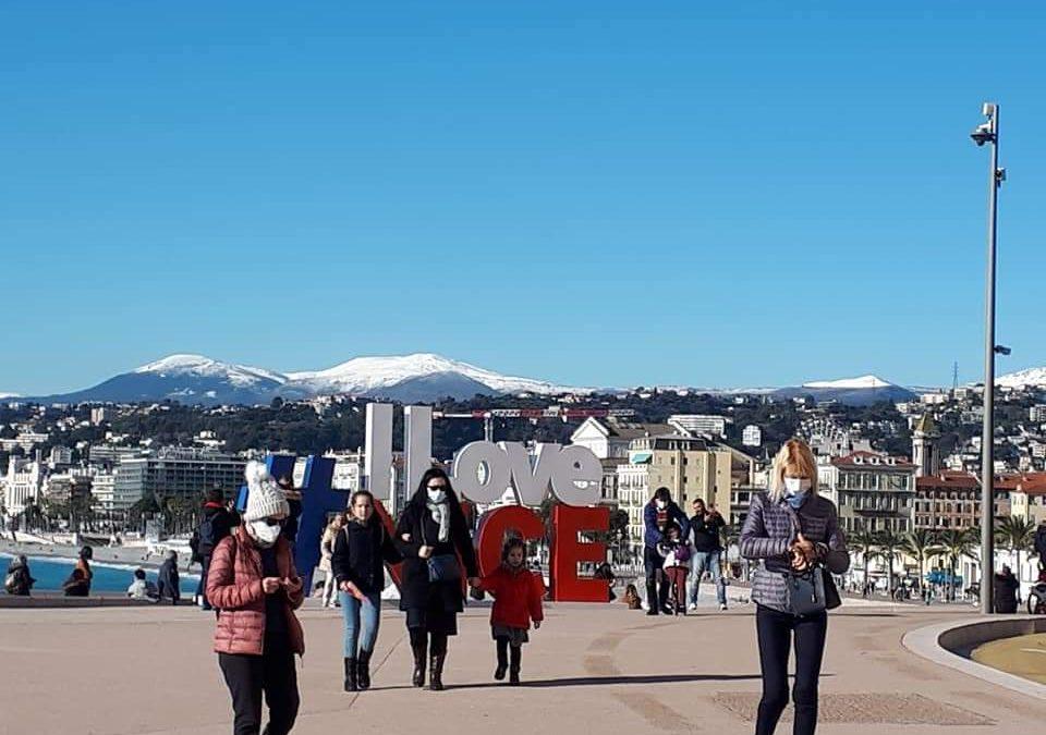 Confinement le week-end à Nice et Dunkerque, la loi climat jugée trop timorée : le résumé de la semaine